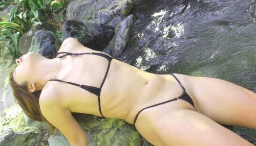 【おっぱい】例のプールを借り切って変態水着姿の巨乳なお姉ちゃんを侍らすのが夢です【32枚】