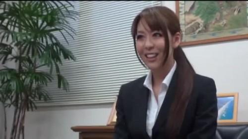【エロ動画】営業にきたOLにチン○を差し出してスーツを無茶苦茶にするリーマンwww【OL】