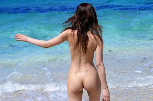 【おっぱい】ビーチだから水着姿かと思ったらおっぱい丸見えだったでござるの巻【29枚】