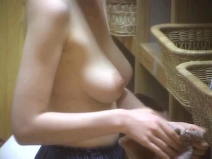 【おっぱい】男のロマンである脱衣所への乱入を妄想するのにベストな画像たちwww【30枚】