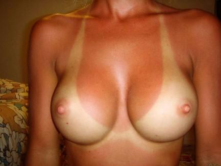 【おっぱい】その日焼け過程からずっと一緒にいれたら幸せなんだろうな、と切なくなってしまった日焼け画像!【30枚】