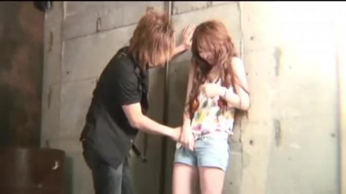 【エロ動画】地下スタジオっぽいところでギャルに襲いかかって中出し!【ギャル】