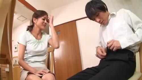 【エロ動画】お母さんを見ていた興奮した息子がセンズリ鑑賞をお願いwww【三原慶子】