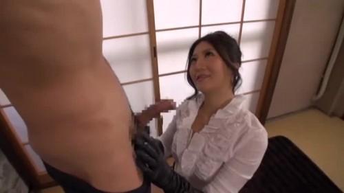 【エロ動画】白鳥美玲が天井拘束された男を目隠し状態で抜いていく!【白鳥美玲】