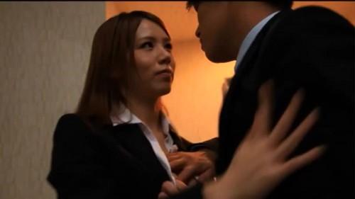 【エロ動画】企業にOLとして潜入している女捜査官の小泉真希が...!【小泉真希】