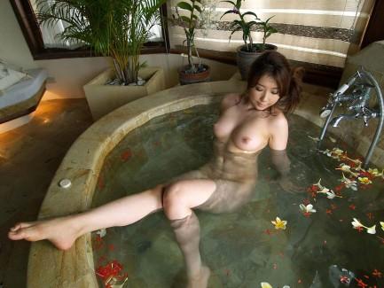 【おっぱい】シャワーでキレイになった美乳を舐め回してベトベトにしたい!【70枚】