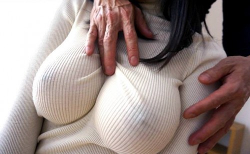 【おっぱい】巨乳娘を際立たせくれるニットとかいう最強の着エロアイテムが最高すぎる!セーター着ておっぱい強調されてる画像集【80枚】