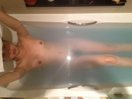 【おっぱい】お風呂でおっぱい露出しちゃってる素人の嫁や彼女を撮影したり自撮りさせたりしちゃったエロ画像集ww【80枚】