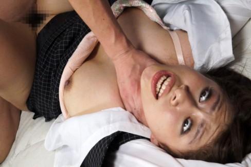 【おっぱい】乳首弄りながらキューッと絞めて鬱血状態にするとアソコもキューっと締まるらしい首絞めおっぱい画像集【80枚】