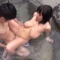 【おっぱい】露天風呂で乳首勃起させてチンコを挿入され、溢れ出る白濁のお湯にザーメンが混ざちゃってる温泉おっぱい画像集ww【80枚】