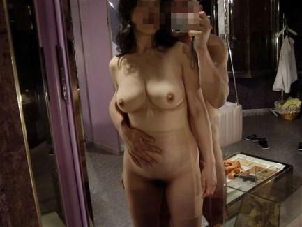 【おっぱい】人妻とラブホで密会して不倫セックスを堪能しながらハメ撮りしちゃってる密会おっぱい画像集【80枚】