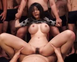 輪姦調教される巨乳女子のおっぱい画像集