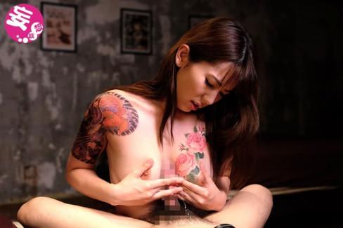 【おっぱい】おしゃれタトゥーから激コワ和彫りまで!タトゥーを入れたビッチそうな女の子たちのおっぱい画像集!ww【80枚】