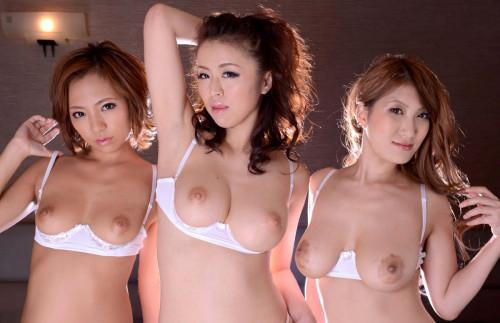 【おっぱい】ブラ装着状態で乳房や乳首が丸見えのカップレスブラ!美巨乳娘の乳首を直舐めできるカップレスブラのおっぱい画像集!w【80枚】