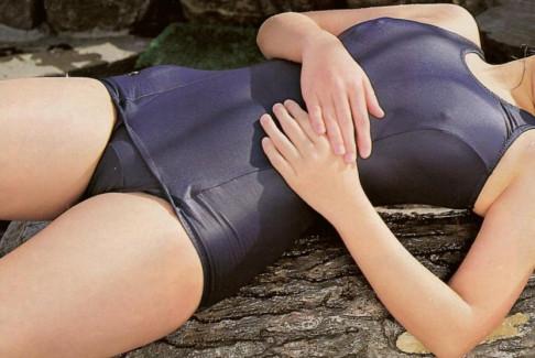 【おっぱい】スクール水着を着たロリな美少女が胸ポチ、乳首ポッチンしてる姿がエロ過ぎるスク水乳首のおっぱい画像集!ww【80枚】