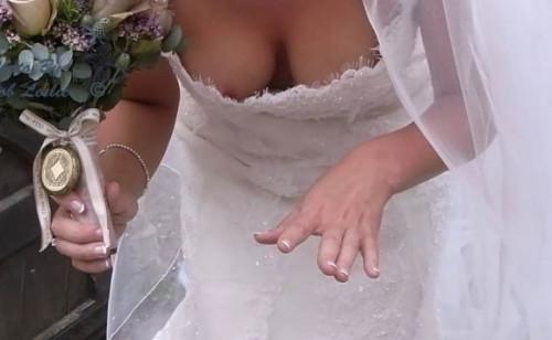 【おっぱい】結婚式の花嫁のウェディングドレスや受付のドレスお嬢さんの前屈み胸チラを隠し撮りしてご祝儀分得をする結婚式胸チラのおっぱい画像集!ww【80枚】