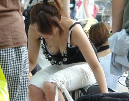 【おっぱい】街中でデカパイで揺れ乳がエロ過ぎて歩くオカズになってる素人娘を盗撮した素人巨乳のおっぱい画像集!w【80枚】