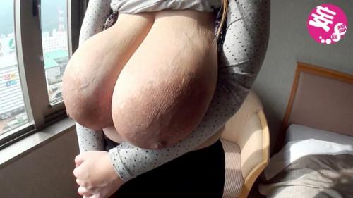 【おっぱい】巨乳や爆乳を超えて超乳!!wwバックでピストンしたらブルンブルン揺れて風が起こりそうな超乳のおっぱい画像集!w【80枚】